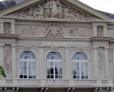 Regelmäßig finden im Theater Baden-Baden Bühnenaufführungen für Theaterbegeisterte statt