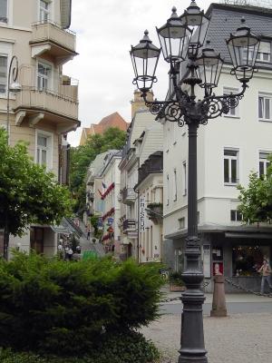 In Baden-Baden können viele imposante Gebäude, u.a. Villen aus dem Klassizismus, besichtigt werden