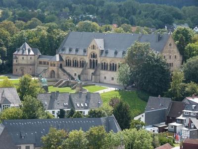 Die Kaiserpfalz in Goslar ist ein mehrere hundert Meter großes Areal mit bedeutenden Bauwerken