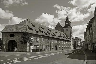 In der Göttinger Altstadt kann man zahlreiche Sehenswürdigkeiten, u.a. Kirchen, Fachwerkhäuser und das Alte Rathaus besichtigen