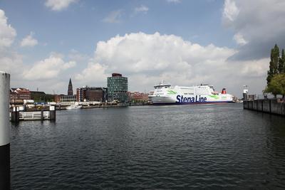 Eine Hafenrundfahrt ist im Rahmen einer Städtetour durch Kiel auf jeden Fall zu empfehlen