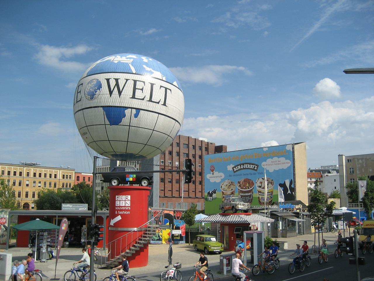 Quelle: https://pixabay.com/de/berlin-urban-turm-blau-fahrrad-345289/