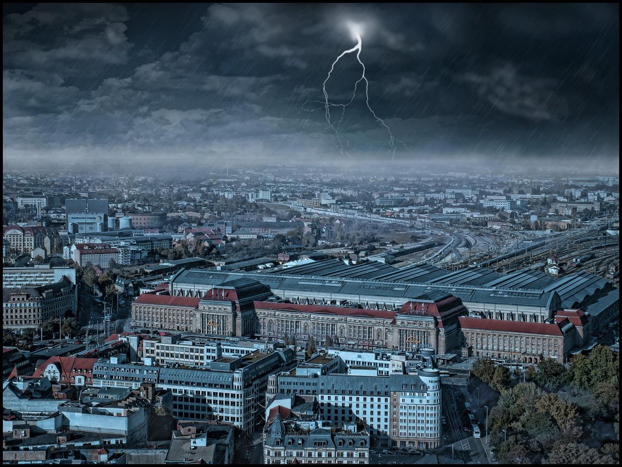Quelle: https://pixabay.com/de/stadt-panorama-weitblick-d%C3%A4cher-1083953/