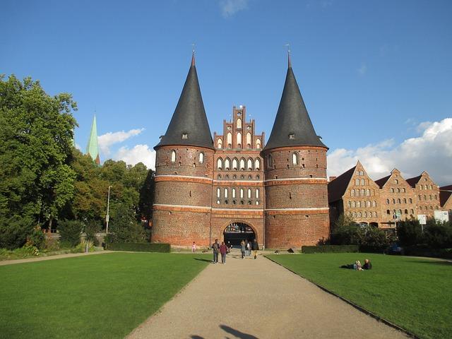 Früher war das Holstentor Teil der Stadtbefestigung, heute befindet sich darin ein Museum zur Stadtgeschichte