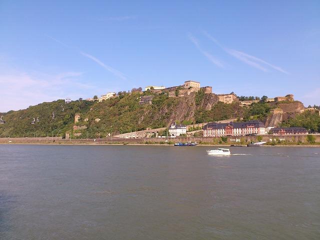 Die Festung Ehrenbreitstein kann u.a. mit einer über den Rhein führenden Seilbahn erreicht werden