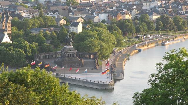 Das Deutsche Eck mit dem Reiterstandbild von Wilhelm I. ist das Wahrzeichen der Stadt