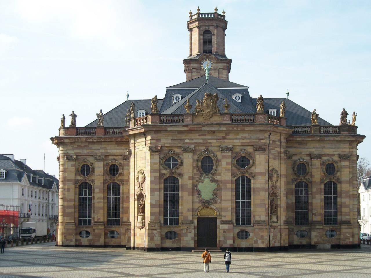 Quelle: https://pixabay.com/de/ludwigskirche-saarbr%C3%BCcken-kirche-836256/