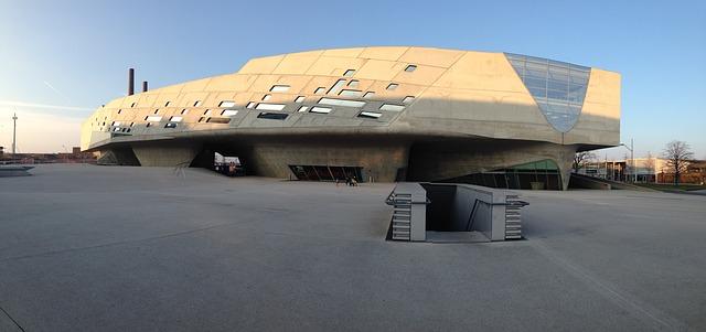 Mehr als 250 Experimentierstationen erwarten den Besucher im Phaeno