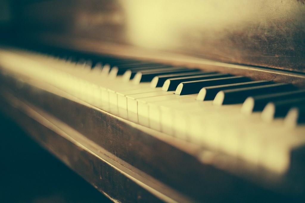 Quelle: https://pixabay.com/de/klavier-flügel-musikinstrument-349928/