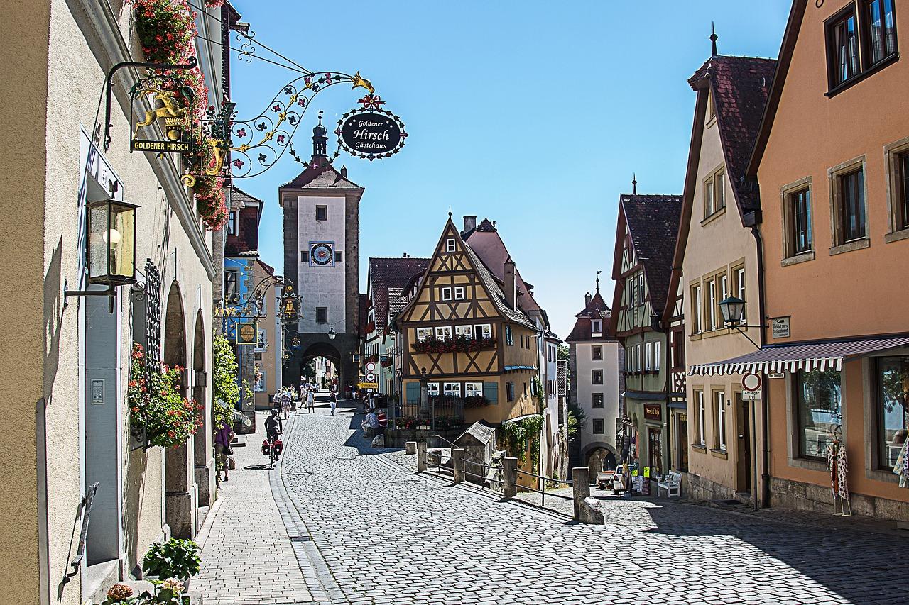 Quelle: https://pixabay.com/de/rothenburg-ob-der-tauber-pl%C3%B6nlein-1622693/