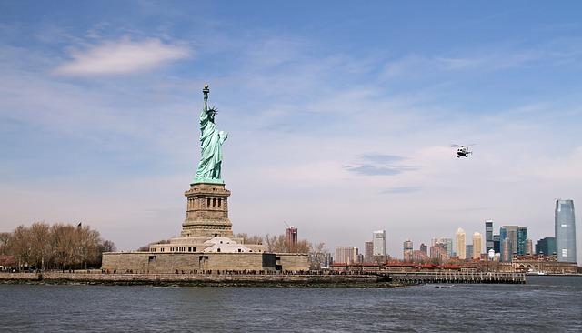 Die im Jahr 1886 eingeweihte Freiheitsstatue gehört zu den Top Sehenswürdigkeiten weltweit