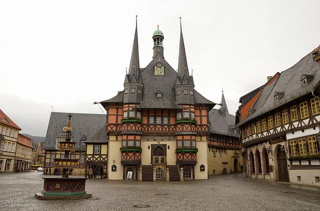 Typisch für die Stadt ist die Vielzahl an gut erhaltenen bzw. restaurierten niedersächsischen Fachwerkhäusern